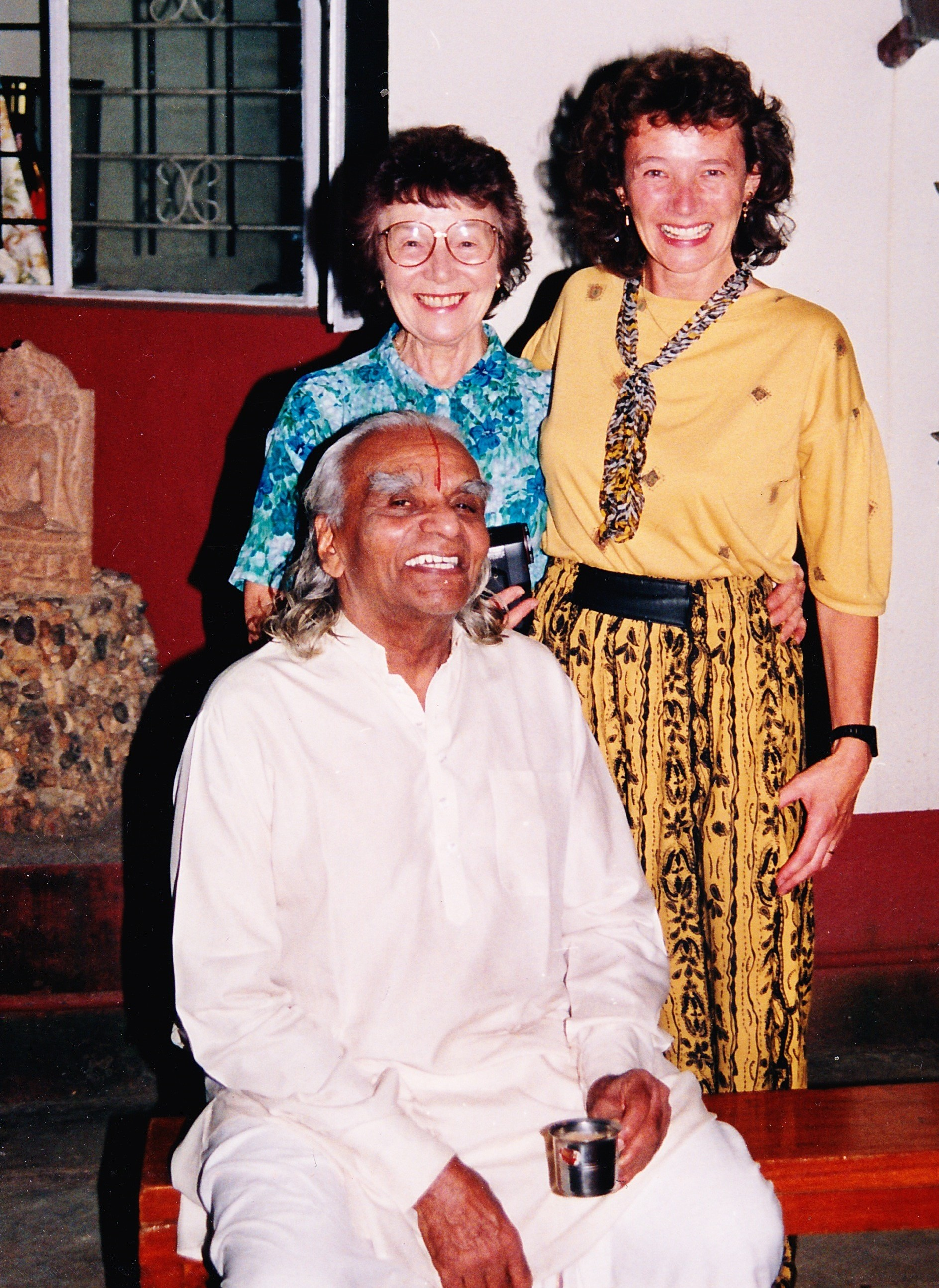 Sheila and her Mum with BKS Iyengar (Pune 1994)